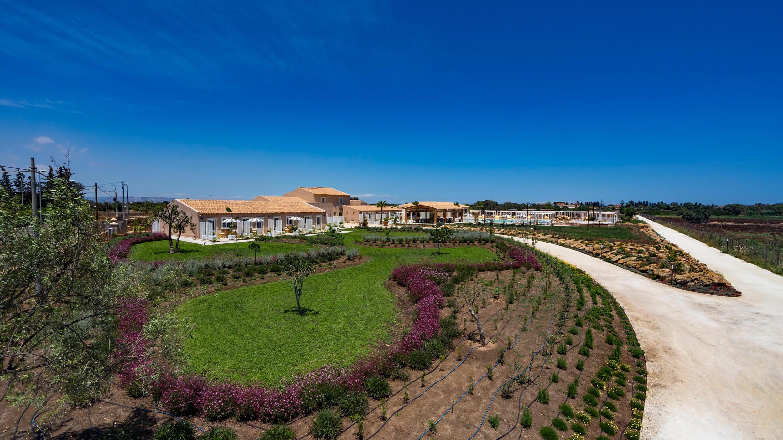 hotel a siracusa Giardini classici siciliani del 900, hotel casale milocca siracusa