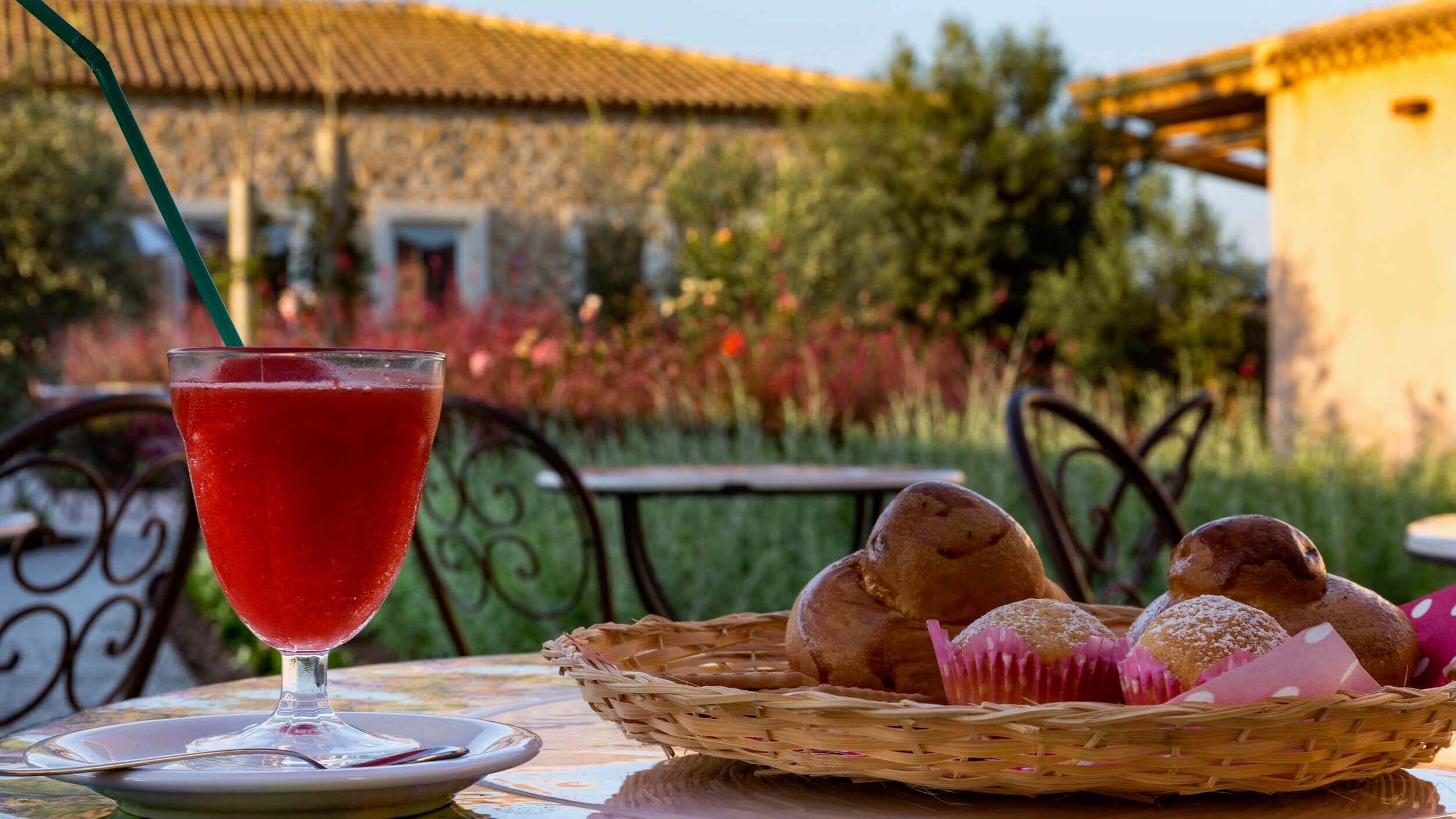 Granita fragola, colazione hotel casale milocca siracusa